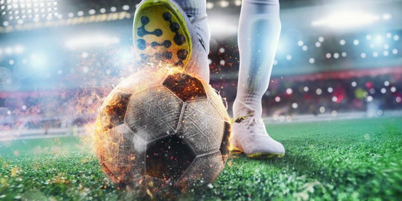 Futbolininkas kamuolį prispaudęs koja