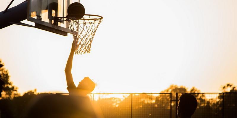 Kamuolio metimas į lanką - krepšinio NKL NBA Eurolygos statymai